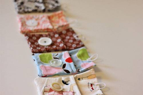 Free Purse Pattern and Tutorial - Little Button Pouch