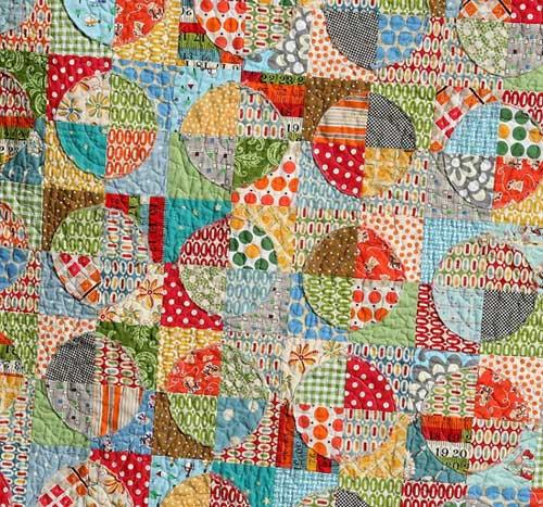 Raw Edge Circle Quilt – Free Quilt Tutorial