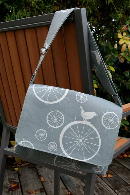 Free Bag Pattern and Tutorial - Messenger Bag