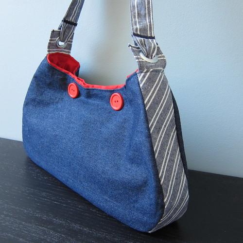 Free Bag Pattern and Tutorial - Nautical Hobo Bag