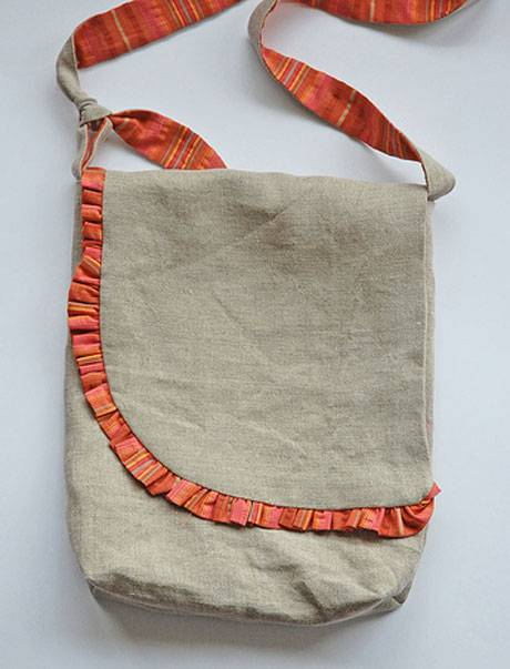 Free Sewing Pattern and Tutorial - Ruffled Messenger Bag