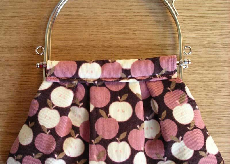 Pleated Pouch of Apples – Free Sewing Pattern