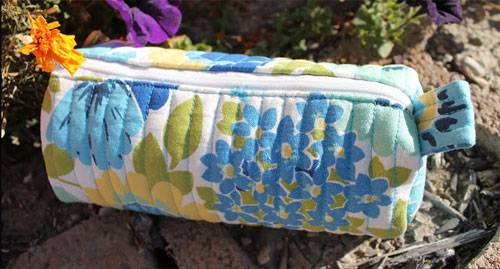 Free Bag Pattern and Tutorial - Quilted Barrel Pouch