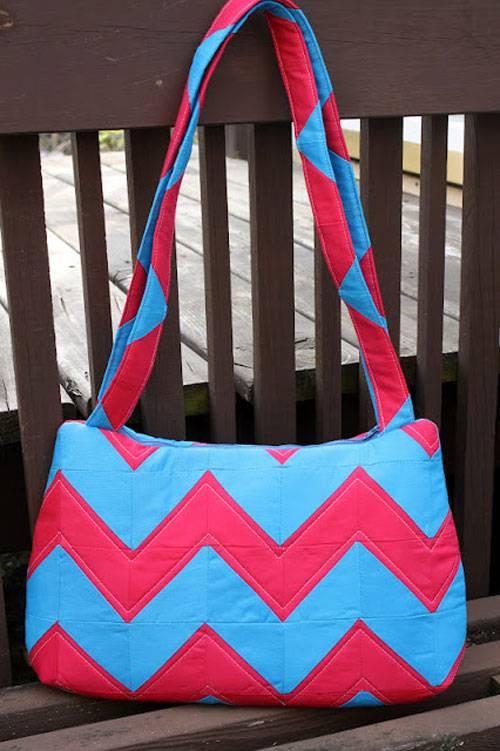 Free Bag Pattern and Tutorial - Underwater Stripes Bag Pattern