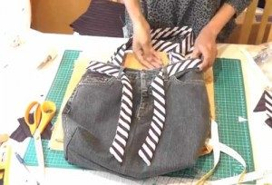 Video Tutorial: How to make a jean purse with zip