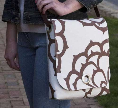 This smart looking messenger style bag has a double shoulder strap that can be converted into a single strap so you can wear the bag cross-body.