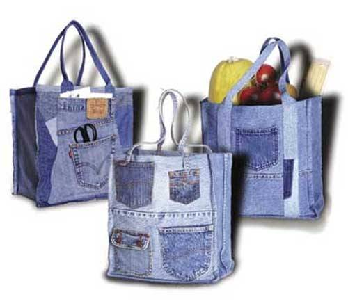 This bag not only replaces the plastic bags from the store, but is the perfect way to upcycle your old blue jeans.
