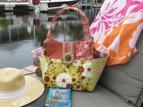 This bag has all your favorite features including side gusset pockets.