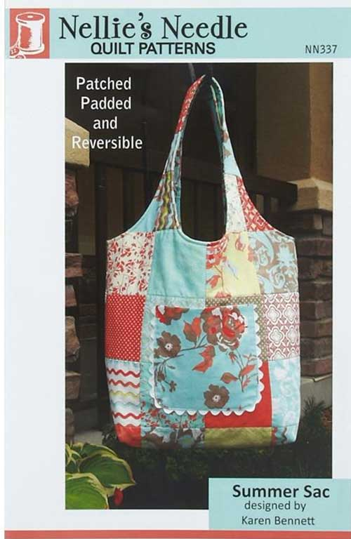 This reversible tote bag has a simple design and is perfect to use as an everyday bag.
