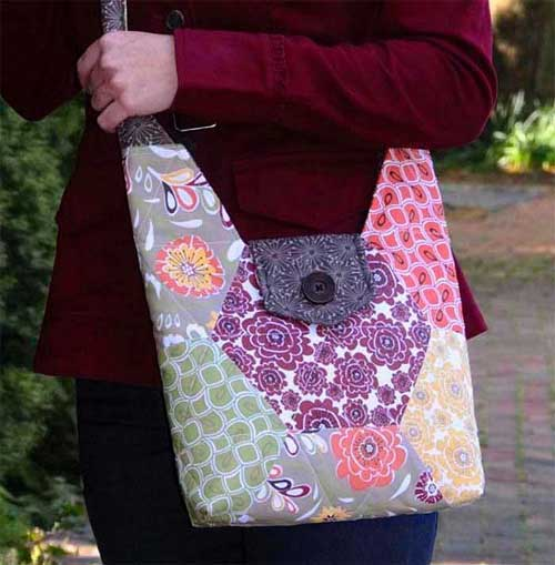 This bag is fun to make and you can wear it as a shoulder bag or as a cross-body bag.