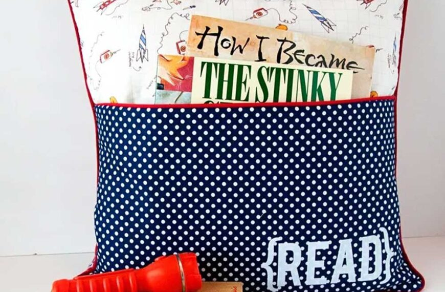 Pillow with a Reading Pocket – Free Sewing Pattern